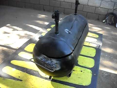 Un asador para carnes hecho de desperdicios de una - Como hacer un asador ...