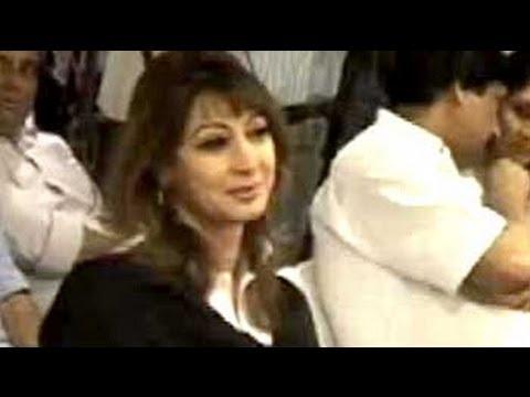 Union minister Shashi Tharoor's wife, Sunanda Pushkar Tharoor, found dead