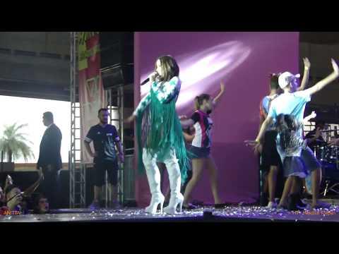 Anitta leva público à loucura em Brasília com Show das Poderosinhas