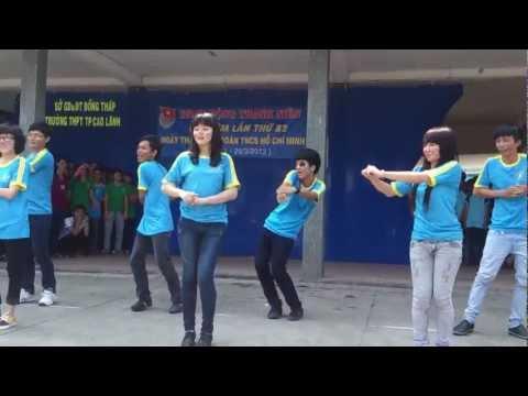 12a2 nhay dan vu ngay dep tuoi-gangnam style- doreamon
