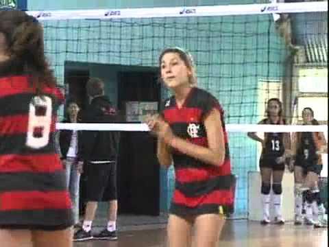 Xuxa torce pela filha Sasha em torneio de vôlei em 30.10.2011