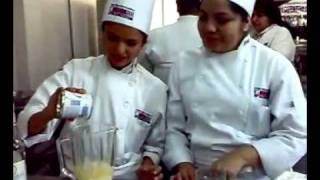 Preparación De La Piña Colada CON Alcohol (yeeeeah