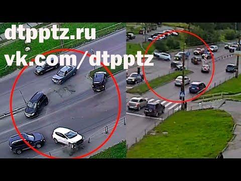 На Комсомольском проспекте столкнулись четыре автомобиля
