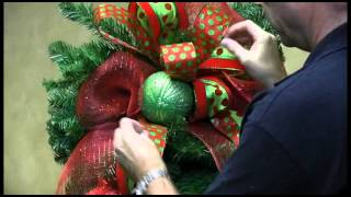 How To Decorate A Teardrop Wreath For Christmas Trees N