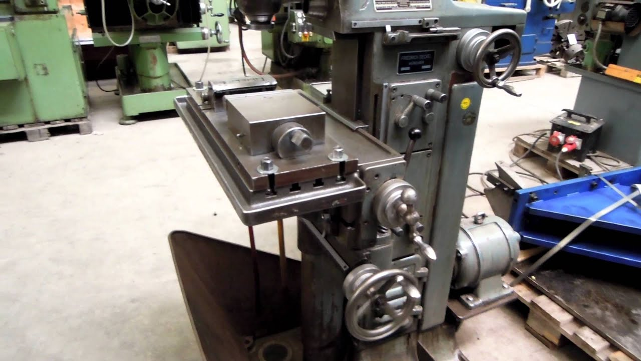 DECKEL Tool Room Milling Machine - YouTube