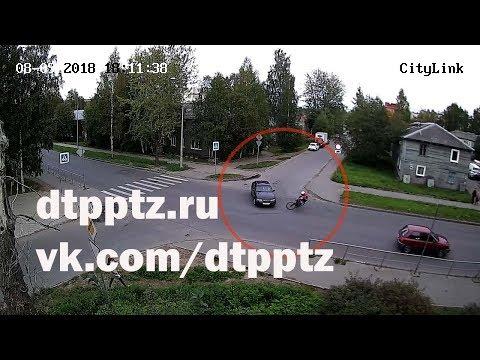 На улице Мелентьевой столкнулись легковой автомобиль и велосипедист