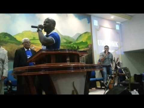 John Nascimento e banda kainon cantando Oiapoque