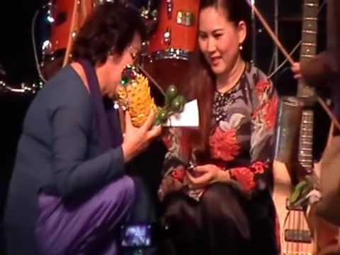 Mạnh Quỳnh hát Sầu vương ý nhạc 2013