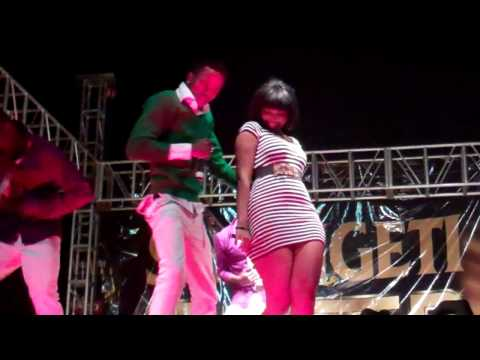 Wema Sepetu & Diomond (LIVE Perfomance @Fiesta Morogoro)