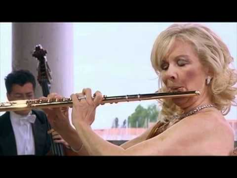 Vivaldi Concerto in C Major, RV 533 for 2 flutes Sir James Galway, Lady Jeanne Galway