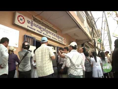 Phnom Penh Health Staffs Protest over building change