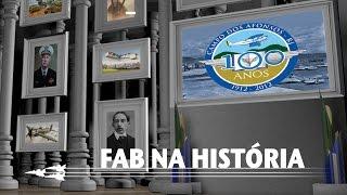 Neste episódio, você acompanha o fim da viagem histórica sobre os 100 anos do Campo dos Afonsos (RJ). Saiba mais sobre a entrada das mulheres na FAB, a modernização das aeronaves e as mudanças políticas e sociais na década de 80.
