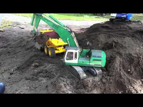 Liebherr 944B Demolition loads Dumper