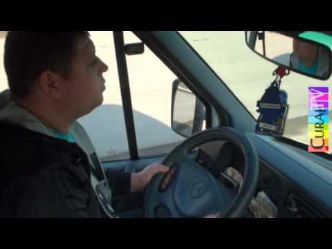 Șofer pe ruta 105 vorbește la telefon din mers
