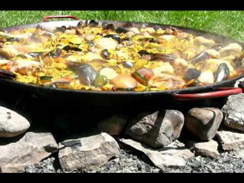 Paella au feu de bois