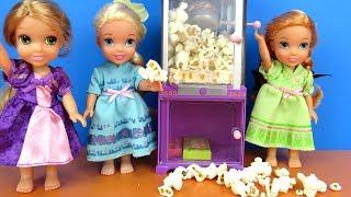 Sleepover ! Elsa and Anna toddlers - Popcorn - Rapunzel - movie - pizza