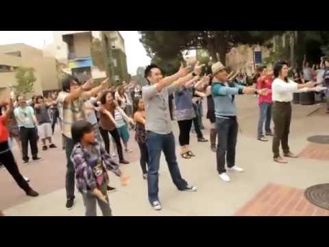 Màn cầu hôn đình đám của chàng trai Việt trên đất Mỹ