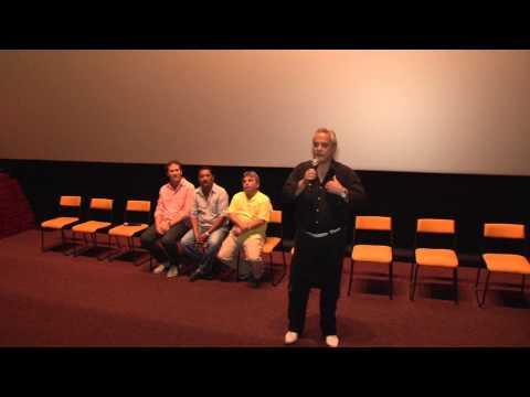 """Exibição do filme """"Lucro acima da vida"""" lota o Cine Roxy em Santos"""