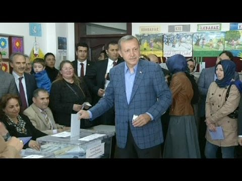 Eight dead as Turkey goes to the polls in municipal elections