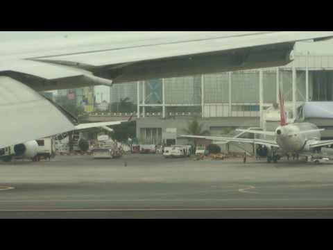 Amazing Manila City View Singapore - Manila Singapore Airlines Landing 777 14th jan 14
