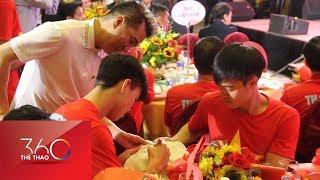 Đàm Vĩnh Hưng nhịn đói đi xin chữ ký U23 Việt Nam