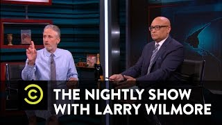 Jon Stewart Embareses Larry Wilmore on the Last Episode of The Nightly Show