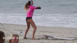 [Surfer Anastasia Ashley Twerking Warm-Up Dance] Video