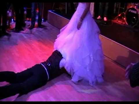 Zanimljivi obicaji na svadbi-Frankfurt Sasa i Sanela-Zuti KIsobran Bend