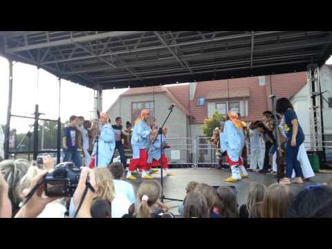فرقة كناوة اوﻻدبرحيل بمهرجان الطفل بدولة بولندا