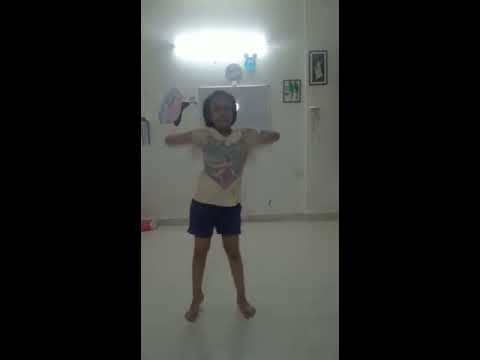 Beautiful dance by little Indian girl on Bollywood song