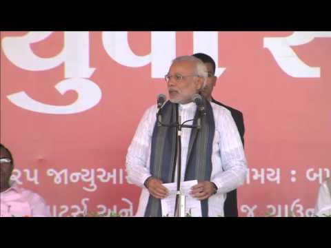 Shri Narendra Modi addressing Yuva Sammelan on