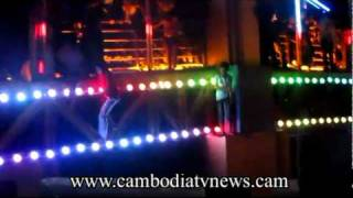 News 2010,11,22 Cambodian Stampede Part 2 Raw Footage at Koh Pich, Phnom Penh