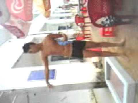 Justin Birbie Thác Loạn tại hồ bơi vs Sel.3gp