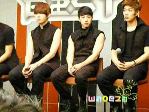 2011.07.08 B2ST cute moment @press conference [Thailand]