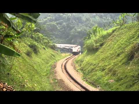 KA Argo Parahyangan melintas jembatan Tarengtong
