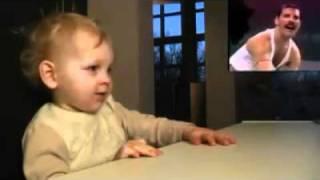 Bebé impresionado por Freddie Mercury