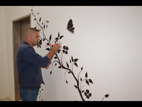 """""""تشققات الجدران"""" تتحول بريشة """"حميدة"""" للوحات فنية في طولكرم"""