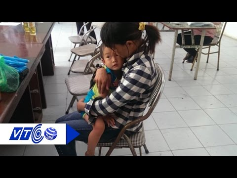 Nhận lại con trai lỡ 'quên' ở quán phở | VTC