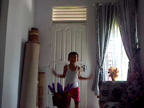 Ni..Video harlem shake original dari seorang anak kecil (indonesia)..yanglucu,gokil,dan terkenal di youtube dan termasuk salah satu BEST VIDEO HARLEM SHAKE