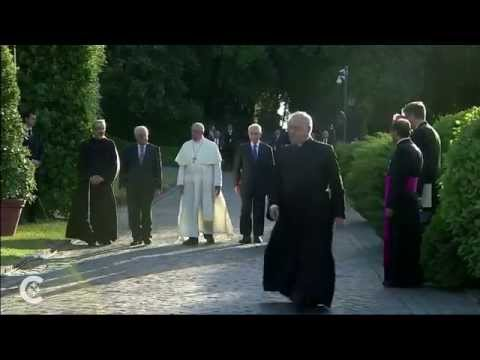 Pope, Peres, Abbas pray at Vatican