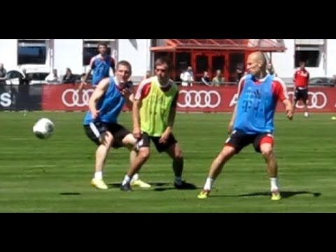 Awesome Goal of Arjen Robben - FC Bayern Munich training game
