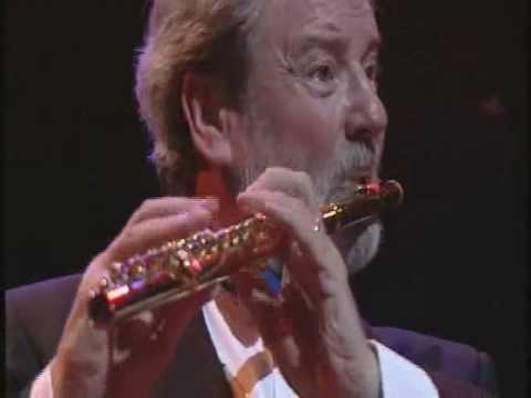 The Flight of the Bumble Bee - Flute, James Galway