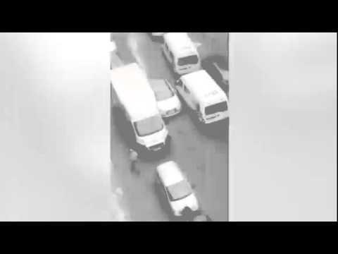 فيديو / لحظة دهس شابين لفتاة بسيارة في حي مولنبيك ببلجيكا