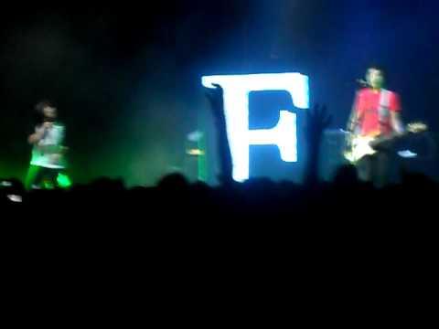 Fake Number - Aquela Musica - RJ - Show de Abertura do Paramore 19/12/2011