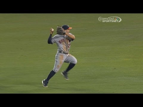 Altuve shows off his range with great play