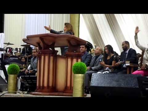 Shirley Carvalhaes Tanque de betesda no Ministério Rhema