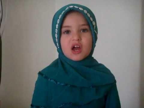 muslim kid reciting quran surah Al-Nasr