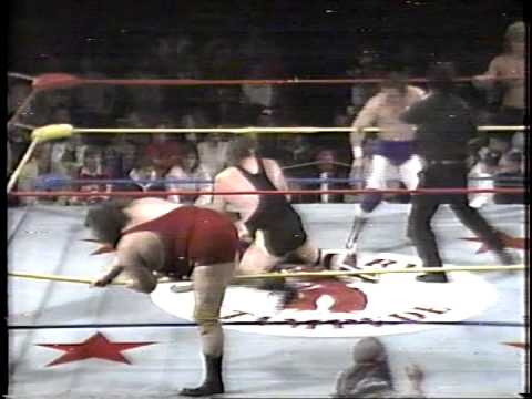 British Bulldogs & Brian Pillman vs Makhan Singh, The Great Gama & Vulkam Singh