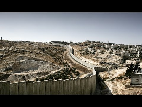 """بعد 13 عاما على فتوى """"لاهاي"""" .. الفلسطيني يعيش في اكبر مشروع عنصري في التاريخ"""