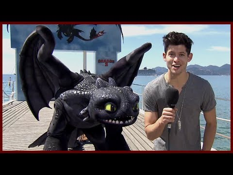 JAY BARUCHEL IS GOOD WITH THE LADIES - How to Train Your Dragon 2 w/ America Ferrera